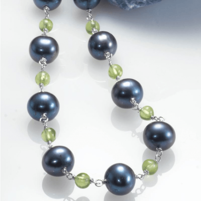 Ladies Shipton and Co Silver Black Freshwater Pearls and Peridot Beads Necklace 18 Inches Long with a 2 Inch Extension Chain TEN024FPPE