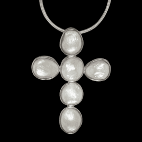 Ladies Shipton and Co Silver and Freshwater Pearls Pendant including a 16 Silver Flexisnake Chain TTL037FP