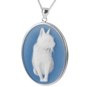 Ladies Shipton and Co Silver Blue and White Agate Cat Cameo Pendant including a Chain TSS153BA