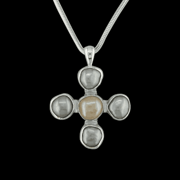 Ladies Shipton and Co Exclusive Silver and Freshwater Pearls Pendant including a 16 Silver Flexisnake Chain TMX051FP