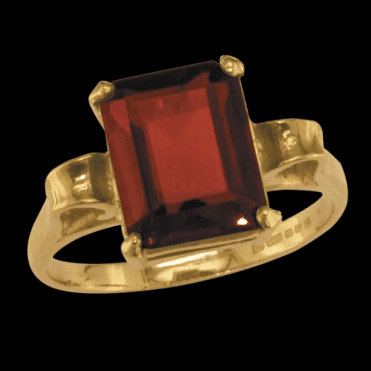 Ladies Shipton and Co Exclusive 9ct Yellow Gold and Garnet Ring RY1186GR