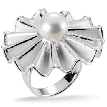 Ladies Shipton and Co Silver and Daisy Ruff Satin Brushed Freshwater Pearl Ring TSB001FP
