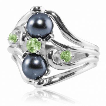 Black Pearl & Peridot Ring
