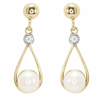 Glinting 9ct Gold & Pearl Lustre in Flowing Harmony
