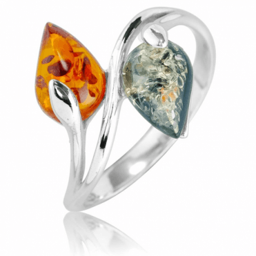 Crossover Ring Contrasts Two Natural Colours of Amber