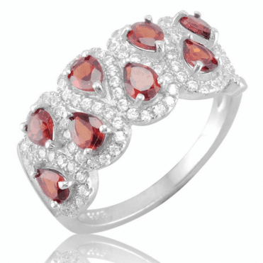 Petrov Ring with 2cts of Garnet